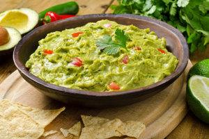 Guacamole der leckere und gesunde Avocado Dip aus Mexico