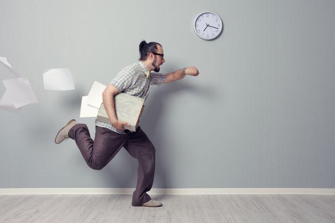 Du hast keine Zeit für Sport, möchtest aber trotzdem abnehmen und fit sein? Wir verraten Dir, wie Dir das gelingt
