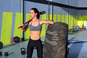 HIIT steht für hochintensives Intervall-Training und verspricht schnelles Abnehmen mit kurzen Trainingseinheiten. Wir sagen Dir, wie Du mit HIIT trainierst.