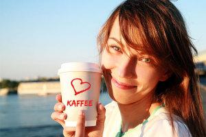 Beim Intermittierenden Fasten helfen Kaffee, Tee und Wasser das Fasten durchzuhalten.