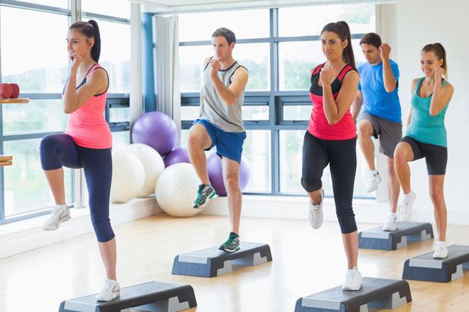 Les Mills steht für abwechslungsreiche Fitnesskurse mit hohem Spaßfaktor. Wir erklären dir, was hinter BODYPUMP, BODYCOMBAT und Co. steckt.