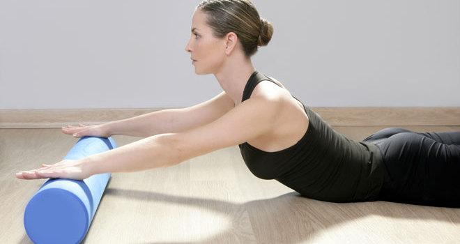Der Foam Roller hilft dir, nach dem Training schnell wieder fit zu werden, Schmerzen und Muskelverhärtungen zu lösen und beweglicher zu sein.