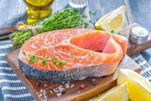 Lachsfilet mit Chinakohl und Paprika – Kohlenhydratarmes Rezept